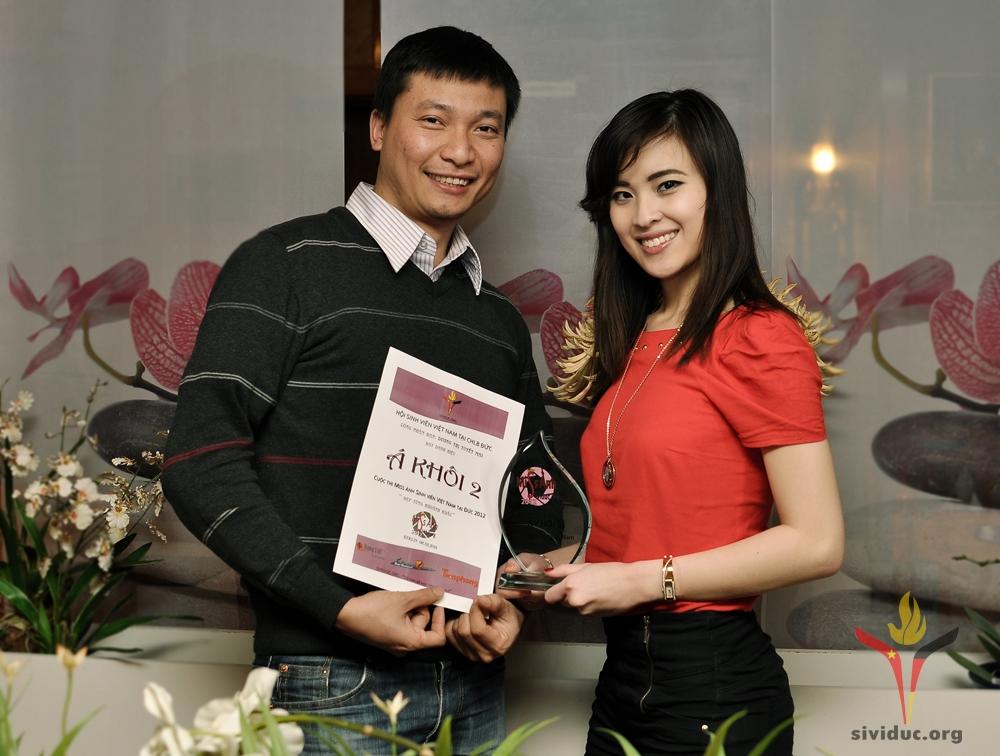 Trao giai Miss 2012 (1)