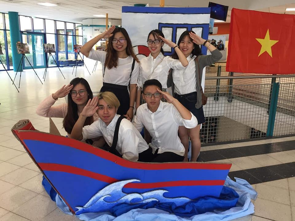 Sinh viên và Thuyền biển